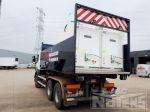 902037 containerslede op vrachtwagen voor aanbrengen wegsignalisatie