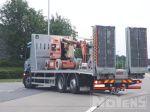 901991 transport van hoogtewerker op vrachtwagenopbouw